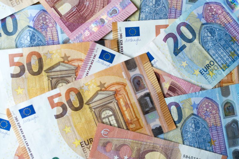 Photo #1 - Europe - Finance - 29420203note